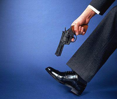 shoot oneself in the foot