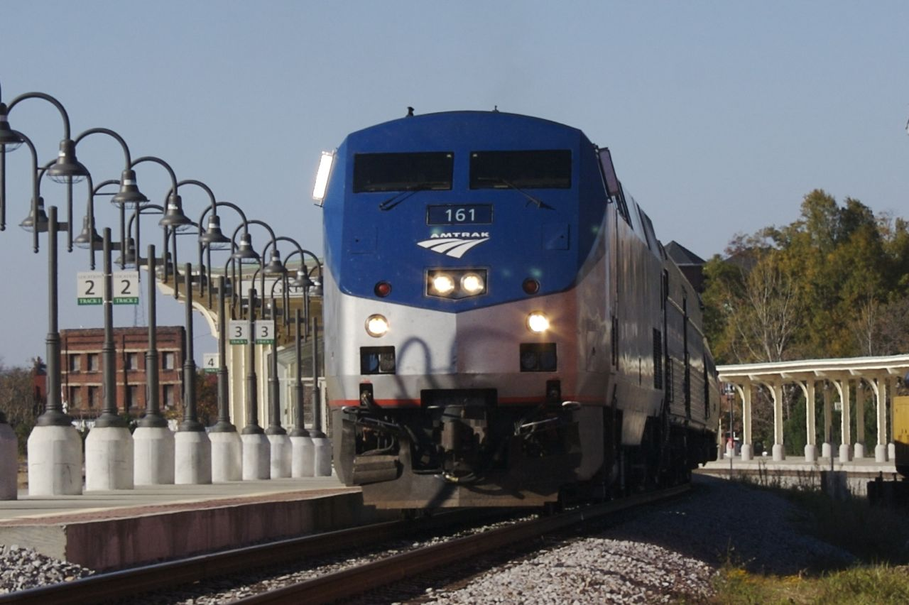 File:Greensboro Amtrak Carolinian.jpg