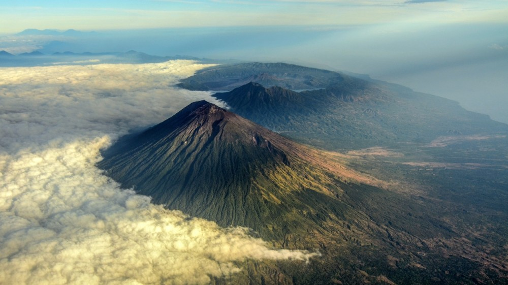 Imagine the splendid views that you will see from the summit of Mount Agung