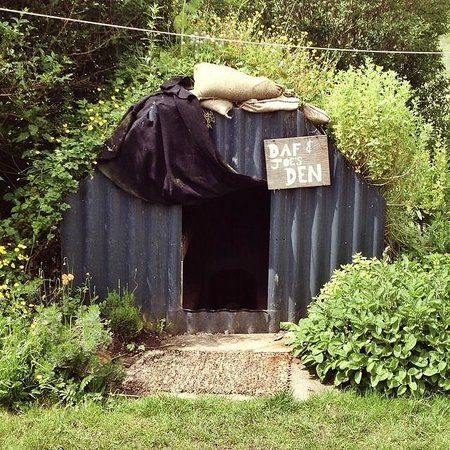 The Original Tin Shed Experience (The History Shed Experience C.I.C.): Air- raid