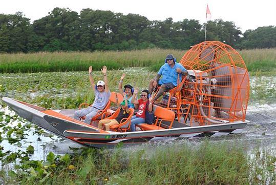 Boggy_Creek_Airboat_Rides_(3203).jpg