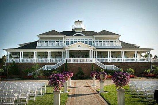 Baywood Greens Golf Course: Veranda and the Ceremony Garden