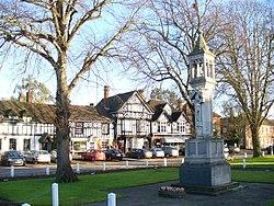 Beaconsfield War Memorial - Traveller Location.uk - 1126671.jpg