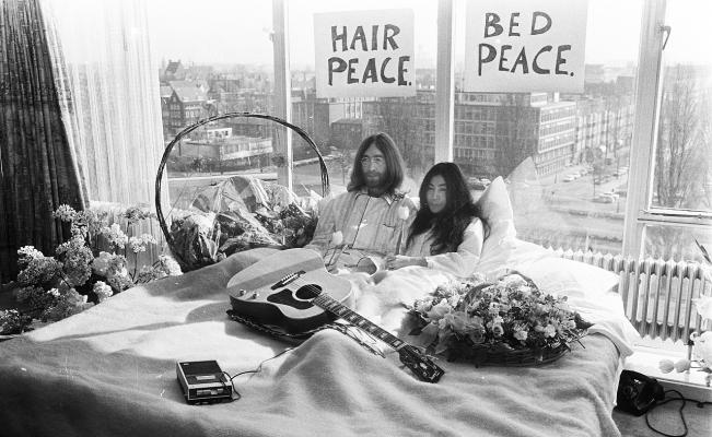 john lennon-yoko-bed-in-montreal-cama-paz-suite