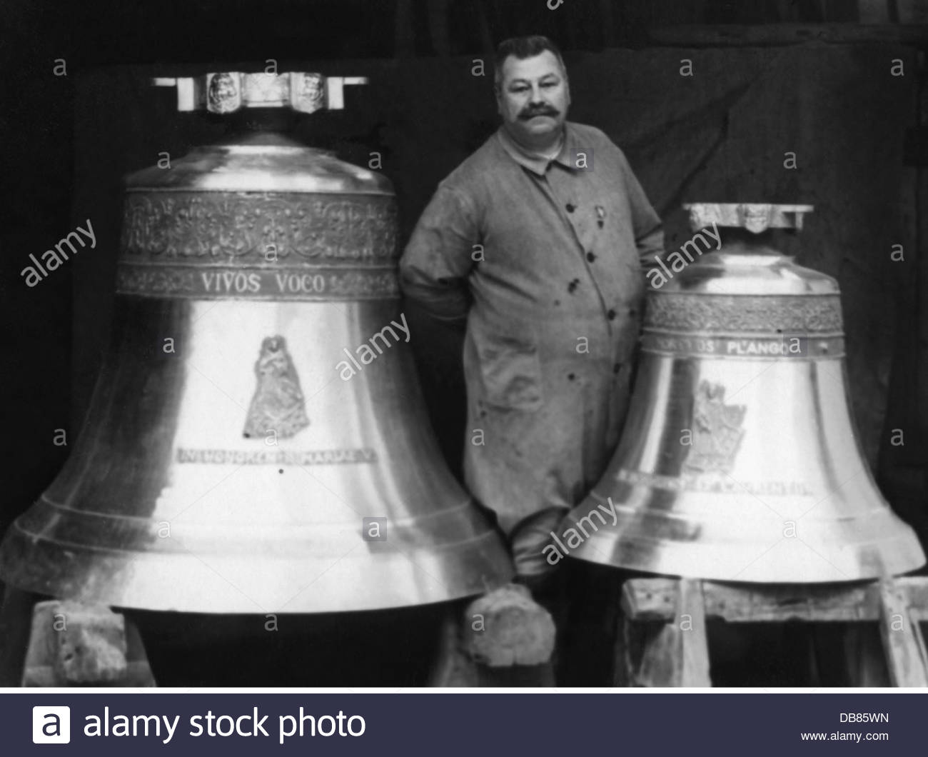 handicraft, bell founder, bellfounding master Joseph Pfundner with two  bells, Vienna, 1930s, Additional-Rights-Clearences-NA