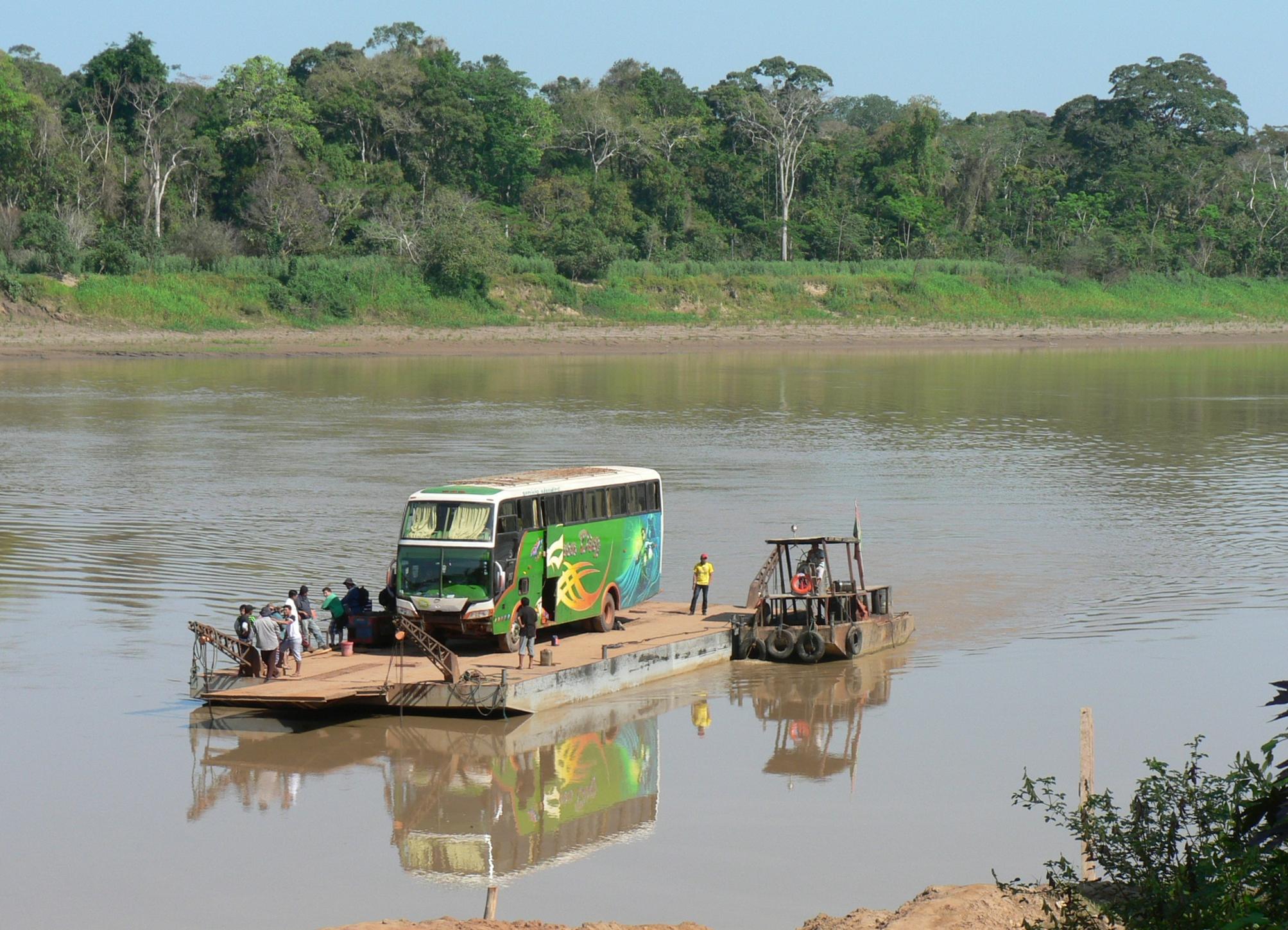 Archivo:Cruzando el río Beni, Bolivia.JPG