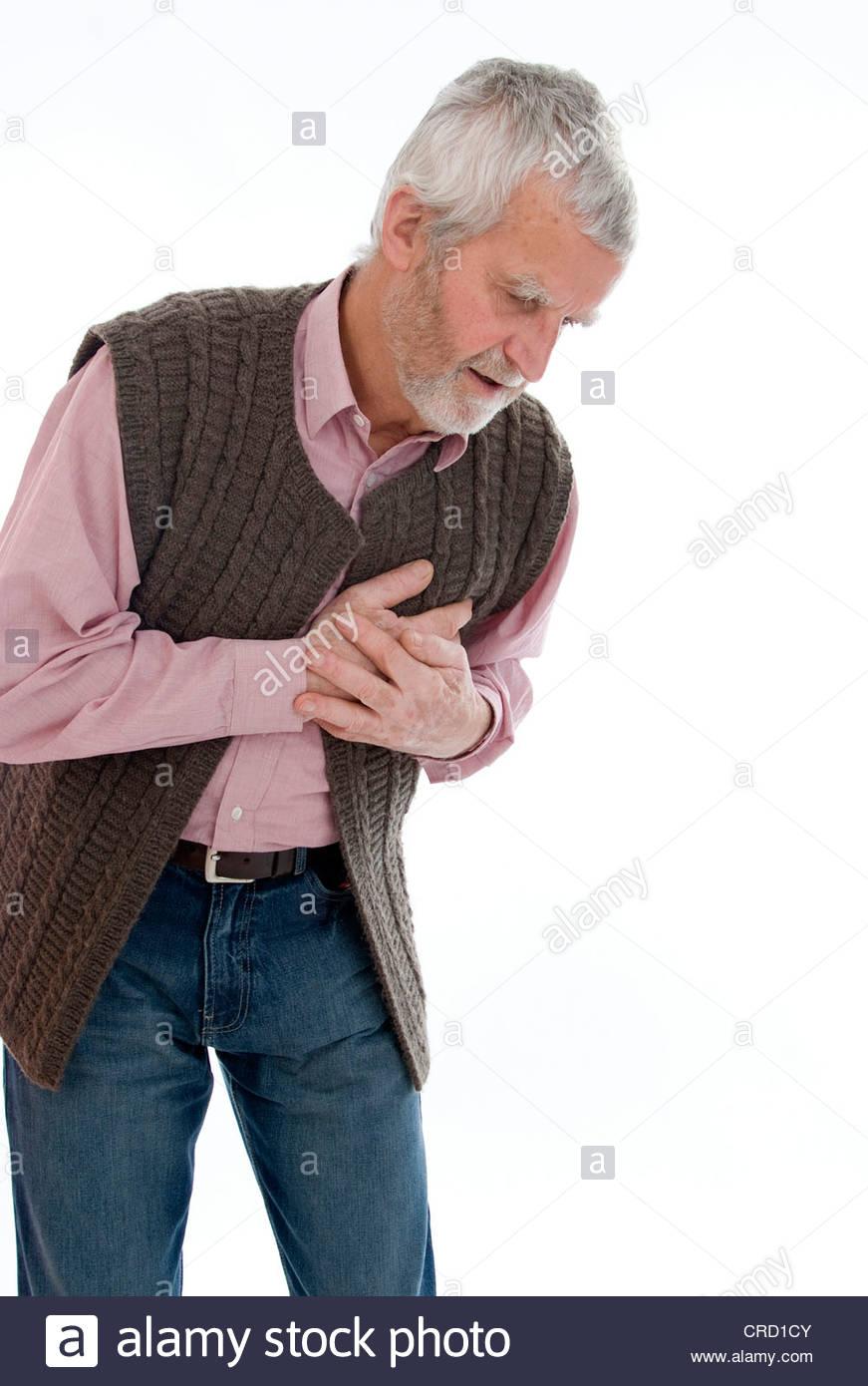 senior with cardialgia