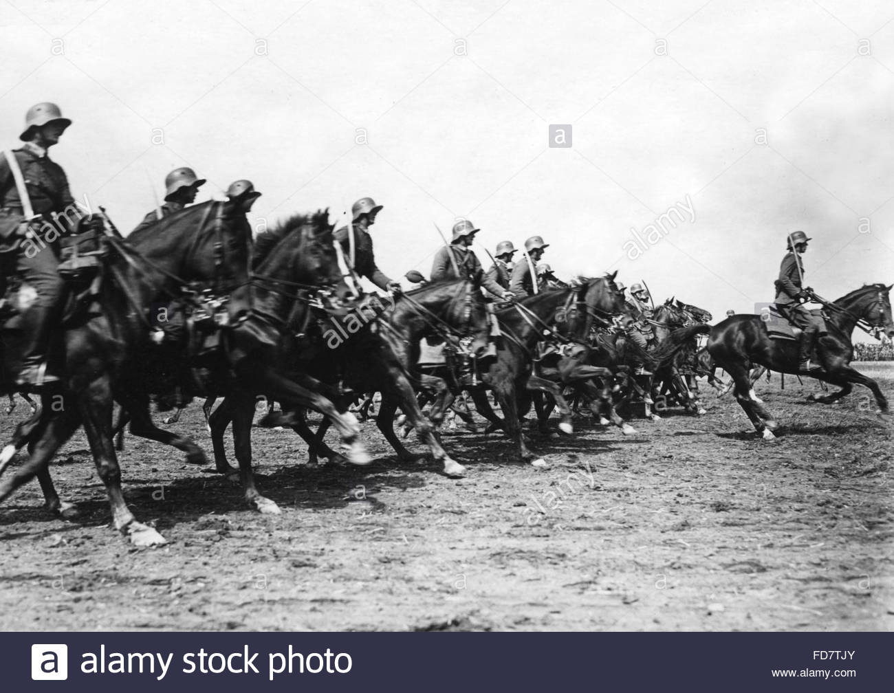 Cavalrymen at the Reichswehr parade in Roemhild in Thuringia - Stock Image