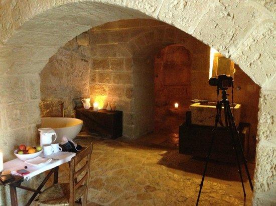 Sextantio Le Grotte della Civita: Cave-like room!