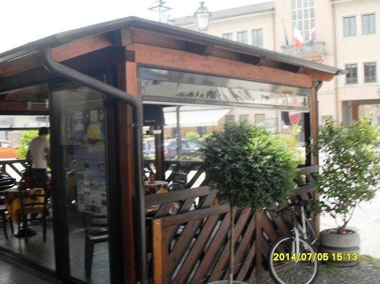 Bar Portico: dehort del bar sulla piazza