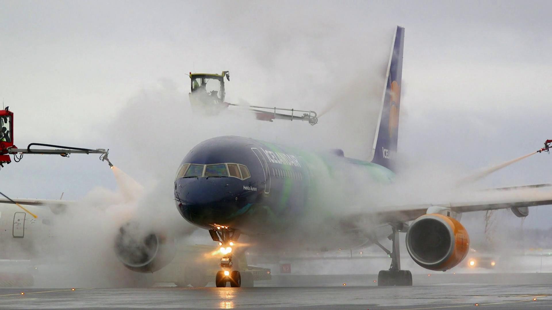 airplane deice smoke fog dark lights dangerous winter freeze ice Stock  Video Footage - Storyblocks Video