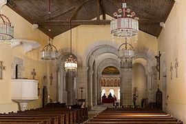 Interior de la nave añadida con el oratorio original al fondo