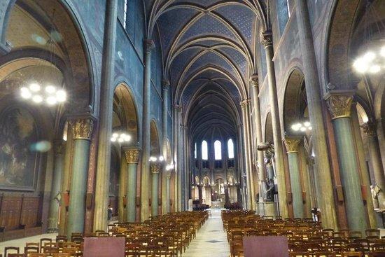 Saint Germain des Prés: Saint-Germain-des-Pres - Interior