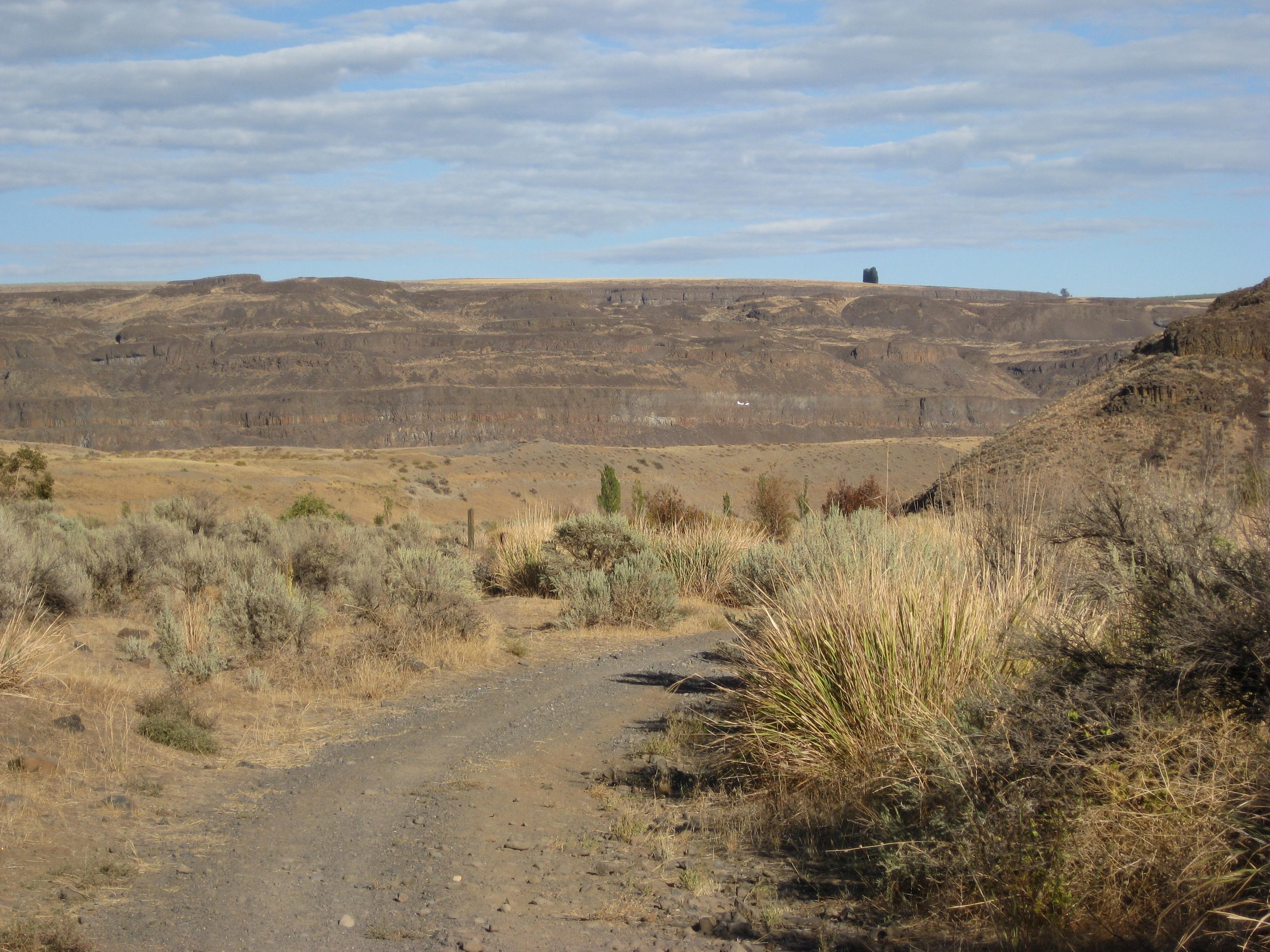 File:Desert like conditions of Eastern Washington.jpg