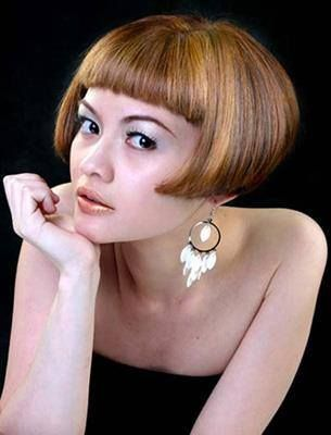 Short Mid Ear Bob Haircut For working ladies and other that like short hair  can try mid ear bob style. Long ear jewelry gives elegant impression under  bob