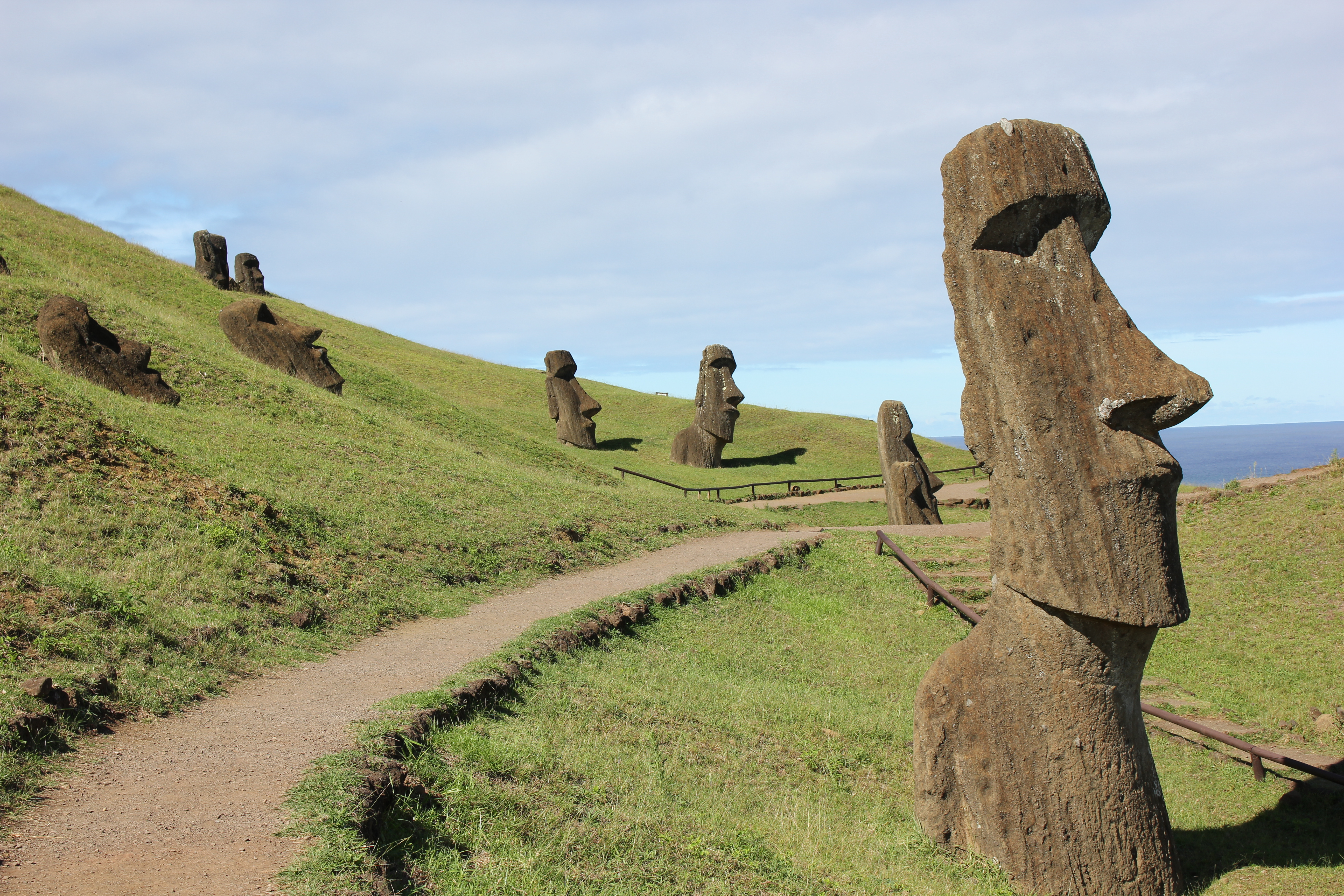 The geology of the stone tools used to make the stone statues on Easter  Island delivers