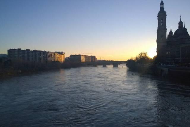 La punta máxima de la crecida ordinaria del Ebro llega a Novillas
