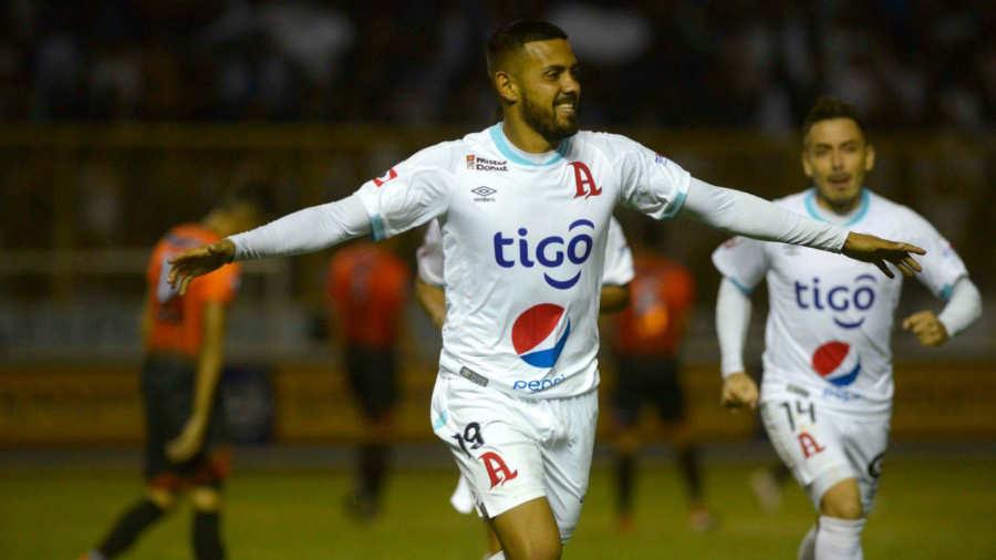 Irvin Herrera de Alianza FC celebra el gol que anotó a Club Deportivo  Águila en partido de la fecha 4 del Clausura 2019 en el Estadio Cuscatlán /  Foto Por