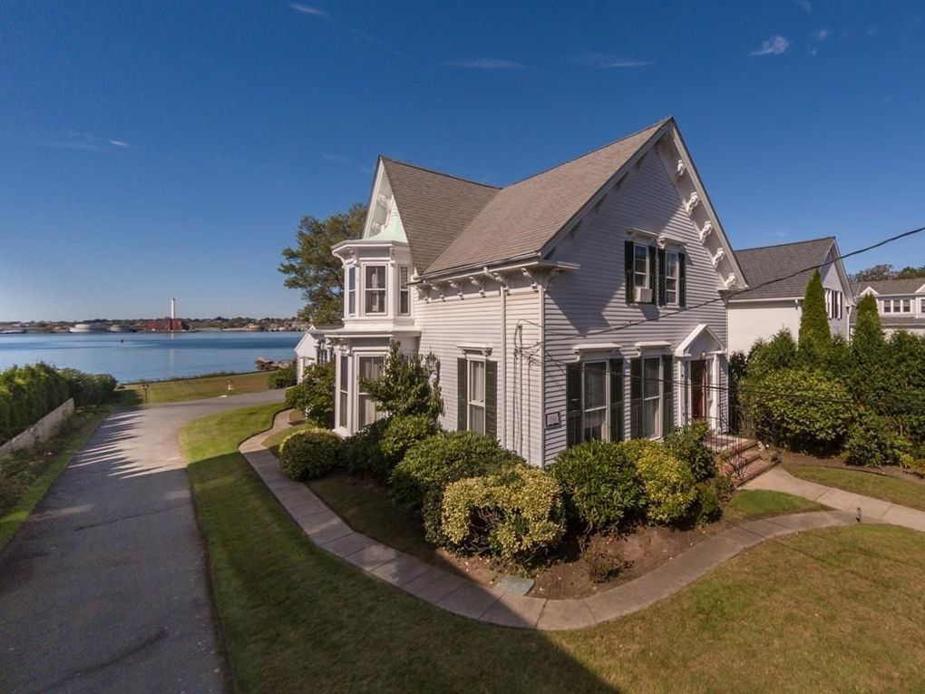 86 Fort St, Fairhaven, MA 02719