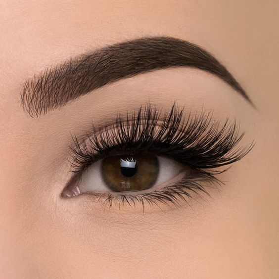Step Up Your Falsies Game with These 6 Lash Tricks