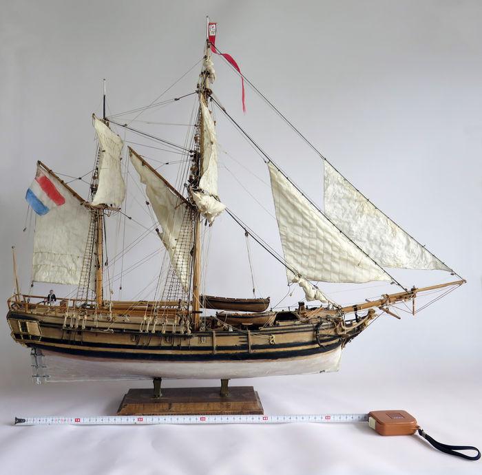 Model of a Dutch/French bomb-galliot , yr 1800