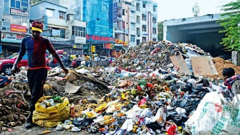 Strike by MCD workers leave Delhi roads filled into garbage