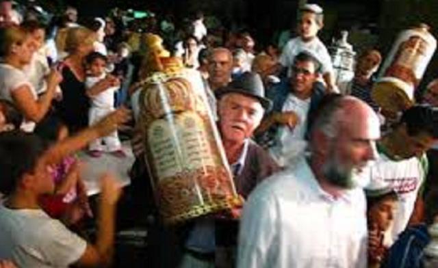 El ritual de las hakafot, con Soly Levy