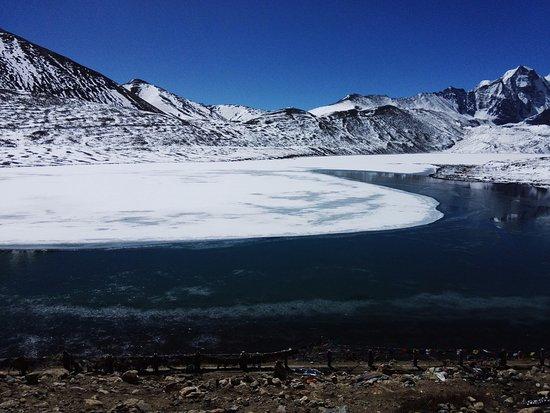 Gurudongmar Lake: Half frozen lake
