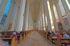 Munich Frauenkirche, a hall of three naves with lateral extensions