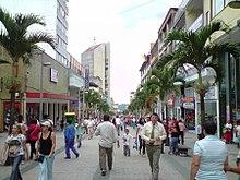La carrera 3, es el paso peatonal más concurrido de la ciudad.
