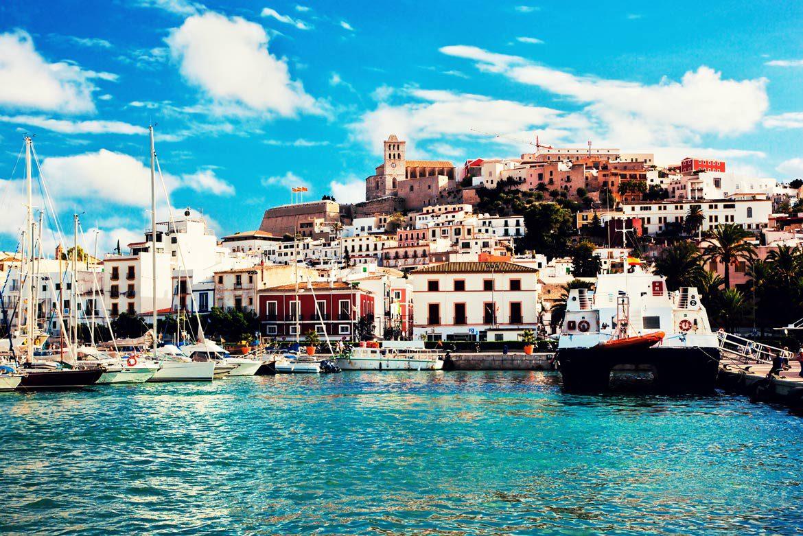 ¿Qué hacer en Ibiza en 2018? La isla es uno de los lugares más especiales  para pasar tu verano y existen muchas actividades que solo se pueden hacer  allí,