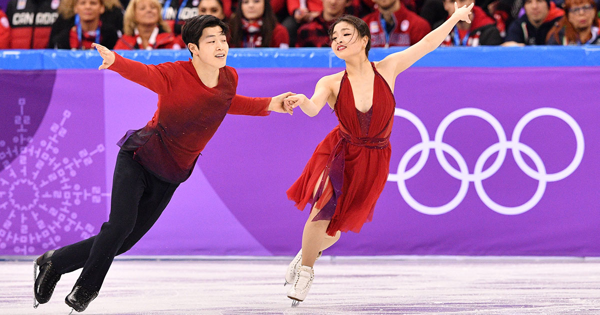 difference-between-ice-skating-ice-dancing.jpg