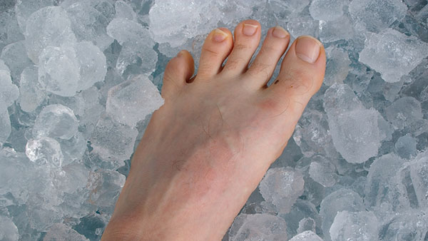 How And When to Ice Your Feet Correctly