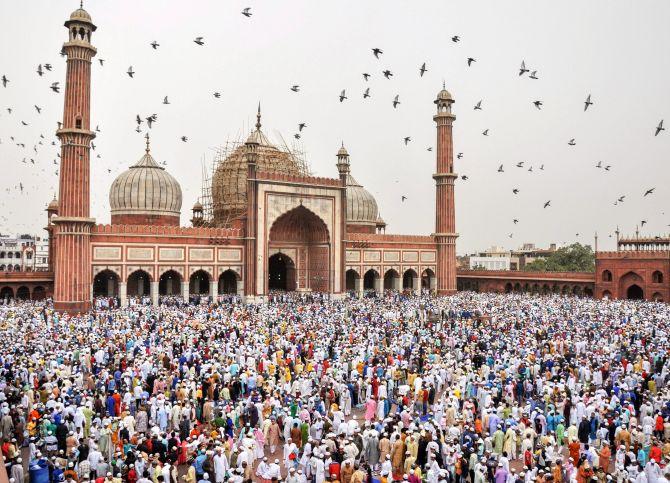 PHOTOS: Eid-ul-Fitr celebrations around the world - Traveller Location India News