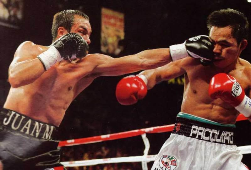 Como ya hemos indicado, el jab o directo de izquierda nos sirve como  defensa y ataque. Es el golpe de boxeo que más debe utilizarse en un  combate por su