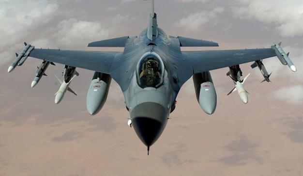 jato avião Falcon Foto gratuita
