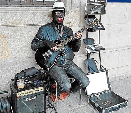 Jazzman de Compostela en la plaza de la Quintana. - FOTO: Sandra Couso
