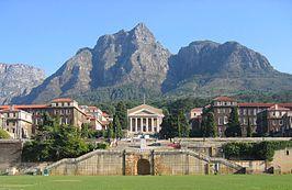 Hoofdcampus met de Tafelberg op de achtergrond