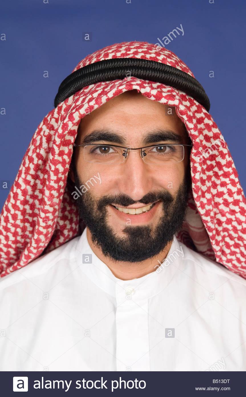 Arabian man with kaffiyeh and agal headdress smiling