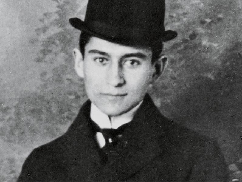 Franz Kafka (1883-1924) fue un escritor checo en lengua alemana. Si bien  nació en una familia de comerciantes judíos, se formó en un ambiente  cultural
