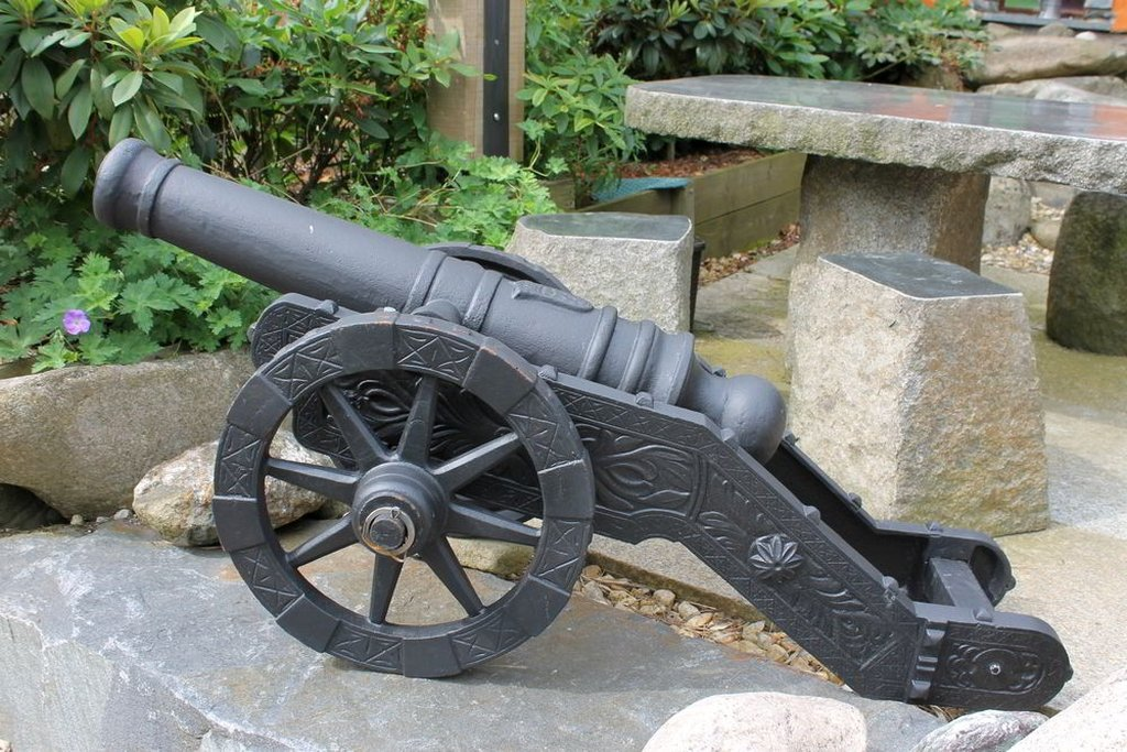 Kanone mit fahrbarer Lafette