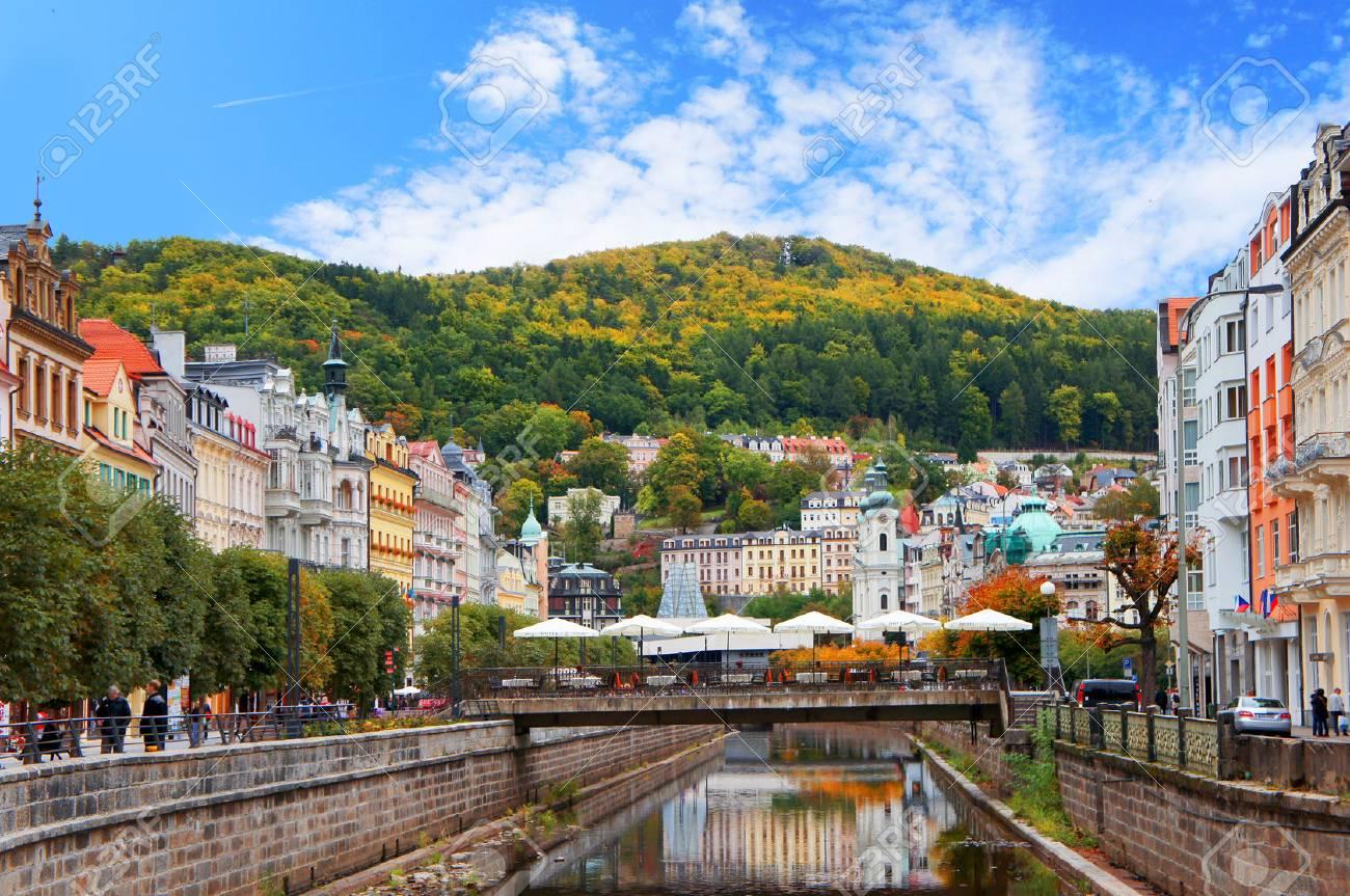 Foto de archivo - Karlovy Vary (Karlsbad) en el día soleado