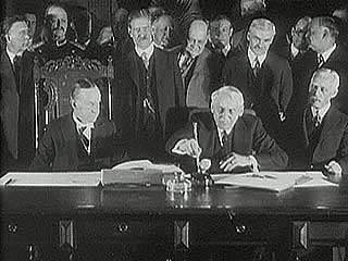 Calvin Coolidge and Secretary of State Frank B. Kellogg signing the Kellogg