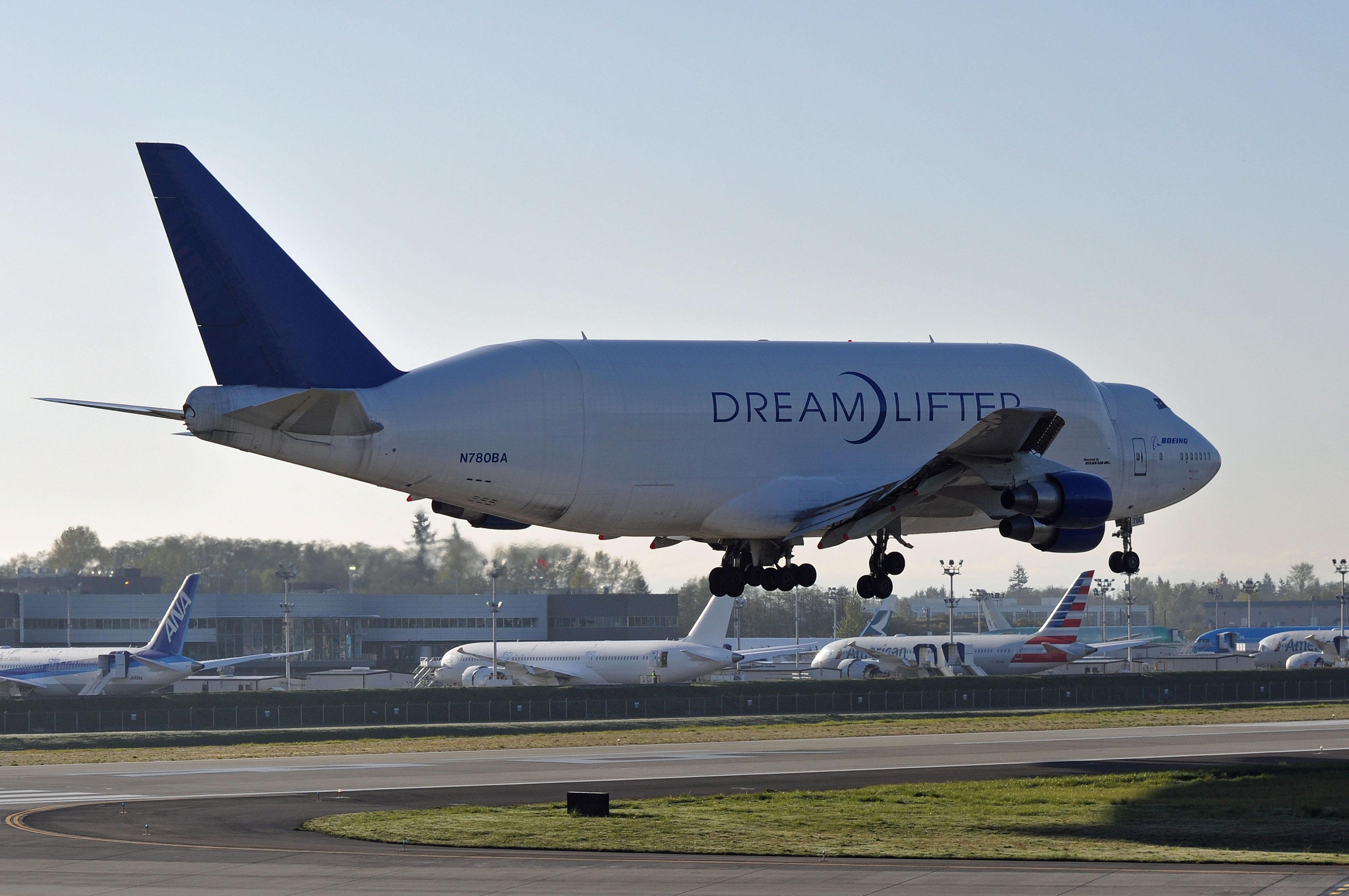 File:Boeing 747-409(LCF) Dreamlifter, N780BA - PAE (22717086801