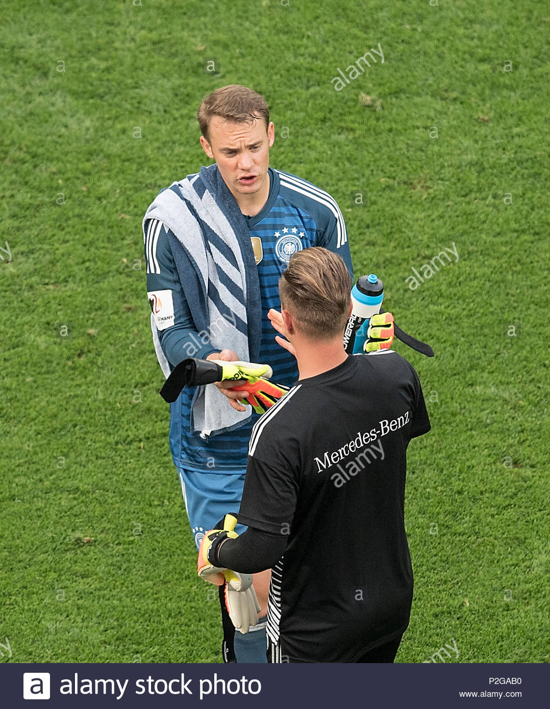 Portero Manuel Neuer l. (GER) remata el guardameta Marc-Andre TER STEGEN ( GER), Fútbol Laenderspiel, amistoso, Alemania (GER) - Arabia Saudita (KSA)  2: 1,