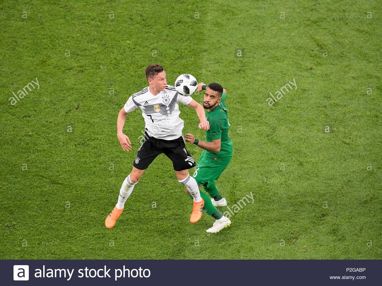 Julian DRAXLER l. (GER) en duelos contra Mohammed ALBURAYK (KSA), acción.  Soccer Laenderspiel, amistoso, Alemania (GER) - Arabia Saudita (KSA) 2: 1,