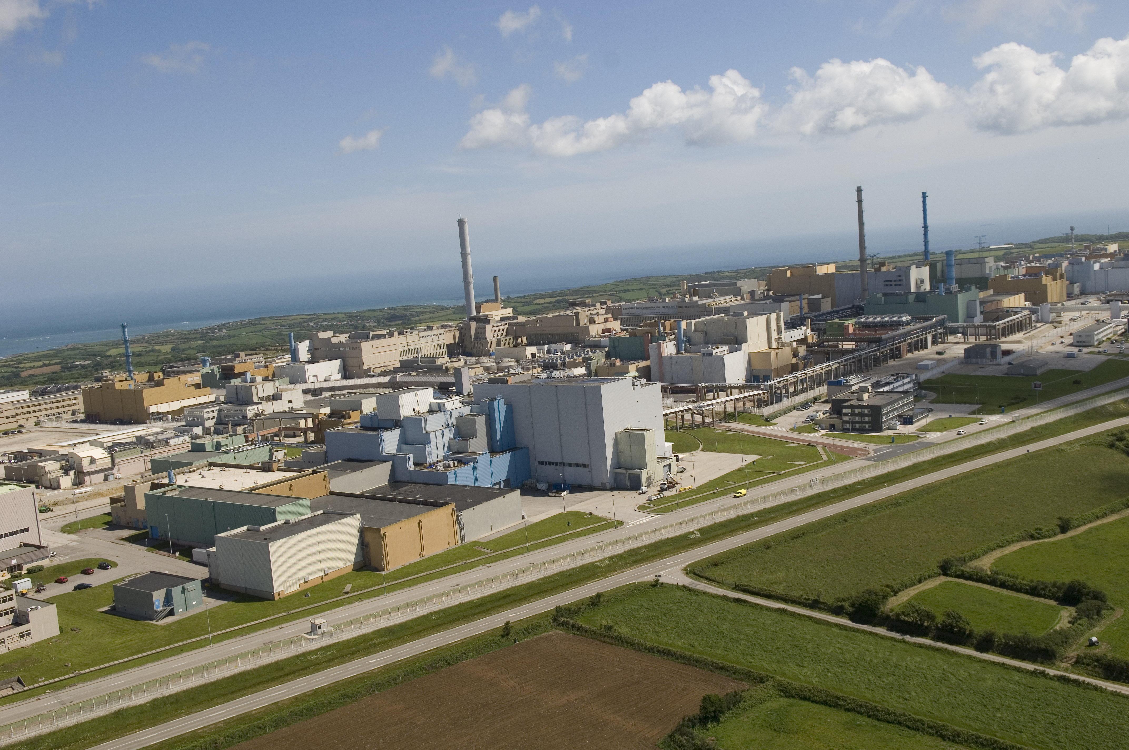 File:AREVA usine de retraitement de La Hague.jpg