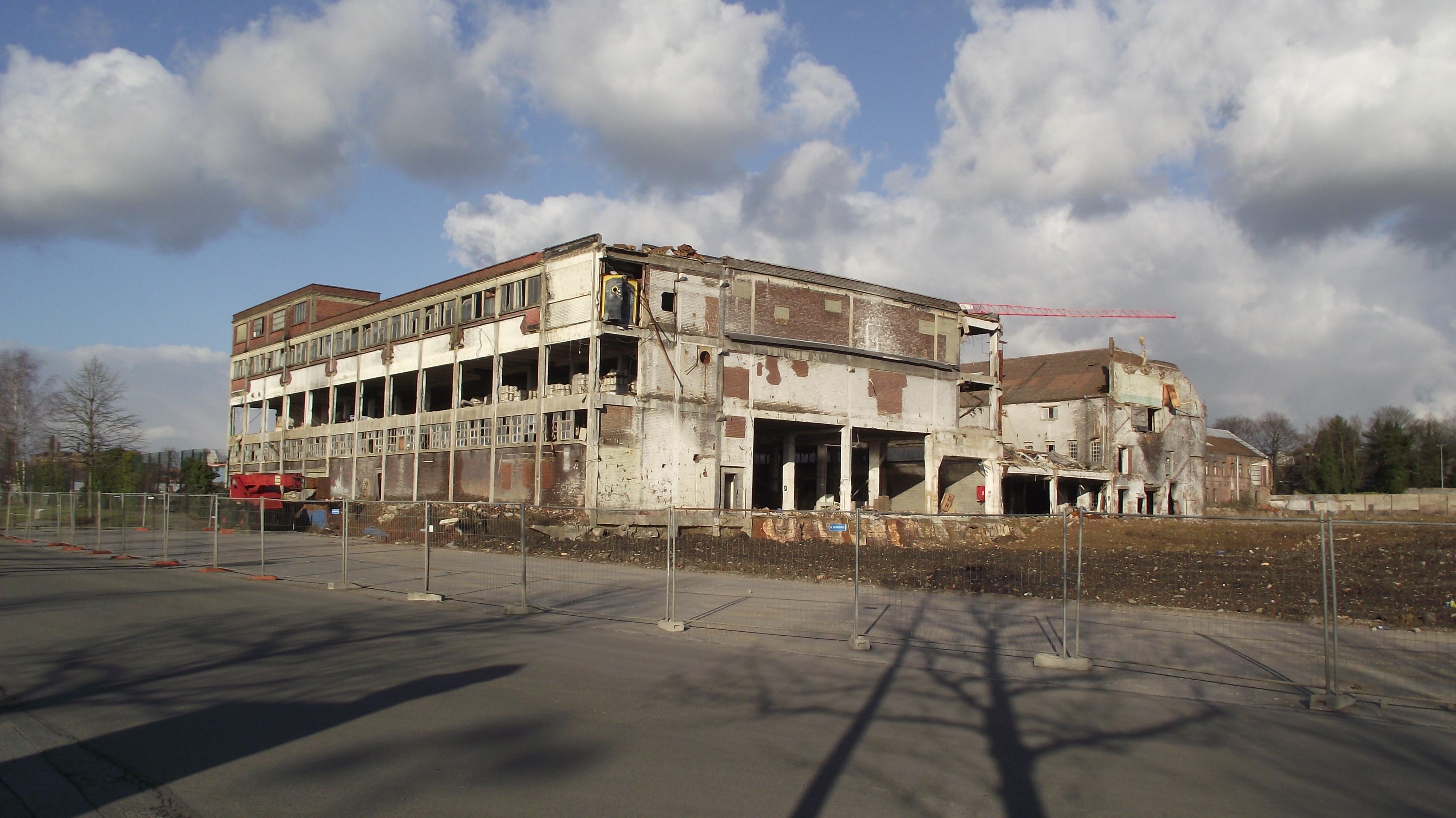 File:La Louvière fabriekshal.jpg