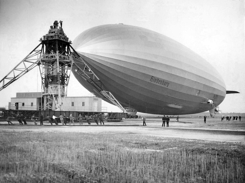 File:Hindenburg mooring at Lakehurst 1936.jpg