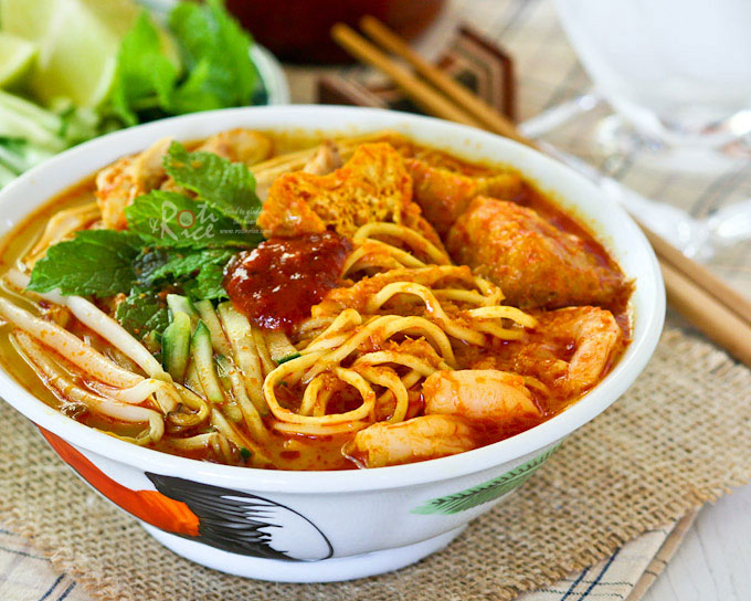 Curry Laksa, a tasty and spicy Malaysian coconut based curried noodle soup  topped with shredded